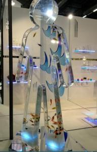 Au Midest 2011, le stand de Novaplest était agrémenté de ce buste au bijou. (Photo Novaplest)