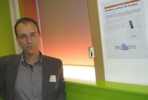 Dominique Girard, dirigeant de Trio2Sys, l'une des huit entreprises réalisatrices du démonstrateur des fonctions domotiques d'un logement.