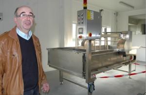 André Alix, président de la coopérative de la fromagerie de Montbéliard, dans les locaux de production, opérationnels fin janvier.
