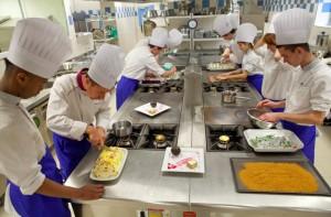 Laboratoire de cuisine au pôle hôtelier Pontarcher de Vesoul.  Crédit photo : David Cesbron /Région Franche-Comté.