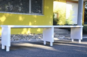 Une table en kit, conçue par l'entreprise.