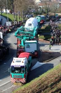 Environ 3 000 personnes ont assisté, à Belfort, au départ de ce convoi exceptionnel.