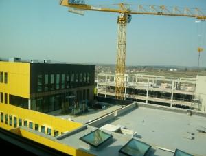 Vue générale du site avec l'hôtel en travaux.