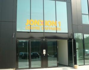 Le centre d'affaires de La Jonxion, à côté de la gare TGV, donne vie à un nouvel espace que devrait s'approprier les collectivités locales de l'aire urbaine et du futur pôle métropolitain. Photo : Traces Ecrites.