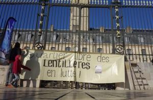Les opposants à l'écoquartier des Maraîchers ont manifesté le 8 mars devant l'hôtel de ville de Dijon.