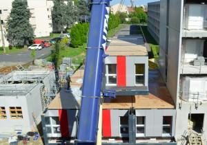 Les modules sont empilés les uns au-dessus et à côté des autres… Ici, la construction de la résidence universitaire de Toulouse.