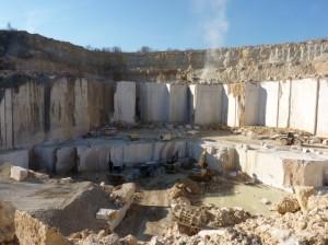 Rocamat a l'autorisation d'extraire jusqu'à 14 m de profondeur à Comblanchien.