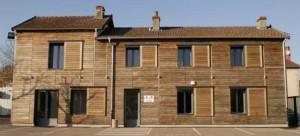 18m3 de bois ont été nécessaires pour recouvrir la façade des bureaux de la scierie Ducerf à Vendenesse-lès-Charolles.