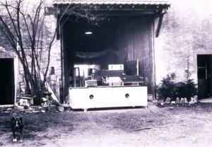 La première machine d'emballage Cermex, sortie de la grange de Saint-Usage.