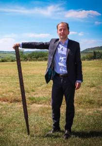 Stéphane Bidault et son piquet de vigne agro conçu.