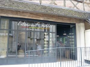 La boutique atelier de la moutarderie Fallot à Dijon, située presque en face de la chouette porte-bonheur.