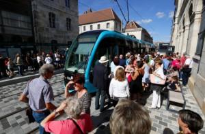 70 000 Bisontins ont emprunté leur tramway lors du week-end inaugural. ©Jean-Charles Sexe - Ville de Besançon.