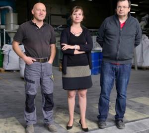 La directrice de l'usine, Laure Clerget, entourée du chef d'atelier Yann Delwaulle (à gauche) et du directeur de la production Luc Blanquart.